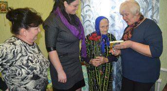 Місцеве самоврядування привітало ветерана Євдокію Єгорівну Дуброву з 95-річчям