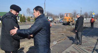 Міський голова здійснив контроль над проведенням робіт по капітальному ремонту тротуару