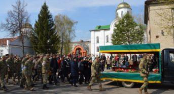 Захисника України Олександра Довгого поховали з військовими почестями