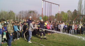 В рамках тижня безпеки життєдіяльності було проведено «День цивільного захисту» в Переяслав-Хмельницькій ЗОШ №3