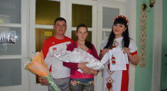 В Переяславі-Хмельницькому вишиванку подарували разом зі свідоцтвом про народження