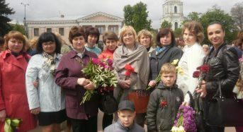 Працівники управління Пенсійного фонду поклали квіти до Братської могили загиблим воїнам та пам'ятного знаку воїнам – афганцям