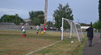 Найкращий снайпер Першої ліги Київщини минулого сезону Євген Левченко відзначився прем'єрним вищоліговим м'ячем у ворота суперника