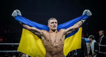 Українець Олександр Усик здобув перемогу технічним нокаутом над німцем Марко Хуком у рамках чвертьфіналу Всесвітньої боксерської суперсерії (Відео)