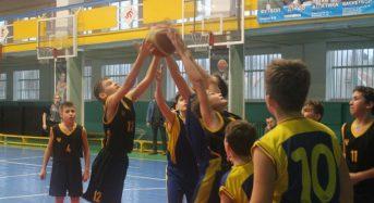 В  місті Фастові відбувся черговий тур Чемпіонату Київської області  по баскетболу серед дівчат та юнаків