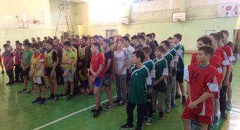 У загальноосвітній школі №7 відбулися міські змагання з баскетболу серед юнаків 7-8 класів.