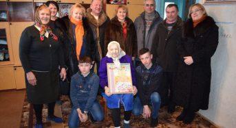 Спеціалісти Пенсійного фонду привітали зі сторічним ювілеєм жительку Київщини