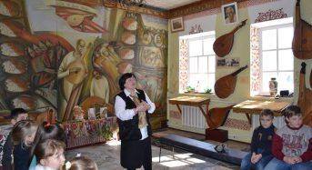 """В Музеї кобзарства діти взяли участь в уроці-мандрівці """"Кобзарі співці долі народної"""""""