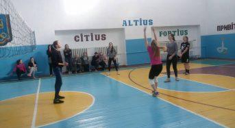 На Київщині до Міжнародного жіночого дня учні провели волейбольний турнір