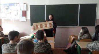 На Київщині військові ліцеїсти прослухали цікаву лекцію на тему «Український килим – скарб народу»