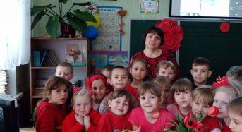 """В Переяславі-Хмельницькому в школі продовжується """"веселковий тиждень"""", четвер – червоний колір"""