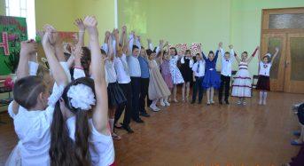 В Переяславі відбуваються випускні серед учнів початкової школи (Фоторепортаж)