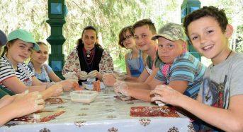 На Київщині для учнів ліцею-інтернату «Патріот» провели майстер-клас «чарівна пташки з глини»