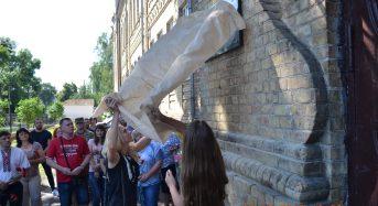 В Переяславі відбулося відкриття меморіальної дошки загиблому воїну АТО Олександру Довгому