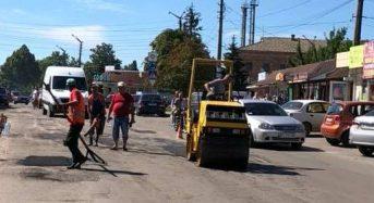 Розпочався ямковий ремонт вулиці Шкільної