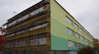 Продовжується  капітальний ремонт (утеплення фасадів, заміна вікон та капремонт частини даху) ЗОШ №7 у нашому місті