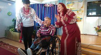 """Баришівський колектив """"Намисто"""" завітав до підопічних Центру соціального захисту пенсіонерів та інвалідів"""