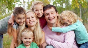 Із 1 квітня Уряд запроваджує допомогу багатодітним сім'ям: 1700 гривень на третю і кожну наступну дитину