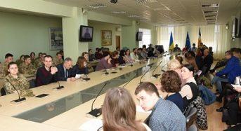 Космос на варті безпеки людини: в університеті відбувся круглий стіл за участі родини Леоніда Каденюка