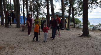 На березі Дніпра цікаво, спортивно та з користю відпочивають юні баскетболісти