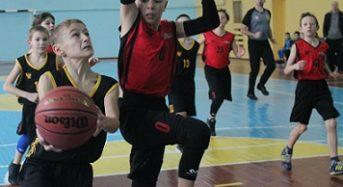 Проводиться набір юнаків та дівчат на секцію баскетболу