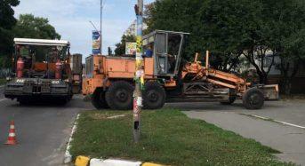 Завершуються роботи по поточному ремонту під'їзної дороги до будинку 68 по вул. Б. Хмельницького
