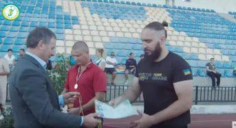 Кіборг Льоня Хмельков бере участь у параолімпійському чемпіонаті з легкої атлетики