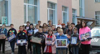 Вчителі та учні ЗОШ №5 передали для наших бійців солодощі, листи та малюнки (Фото)