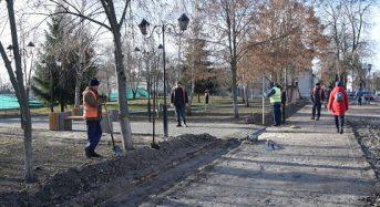 У середмісті ремонтують тротуар