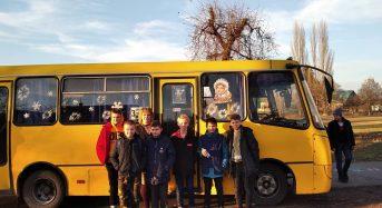 """У місті з`явився """"новорічний автобус"""""""