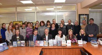 Володимир Шовкошитний провів відверту бесіду зі сковородинівцями та представив у альма-матер нові доробки свого видавництва