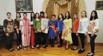 """У музеї """"Заповіту"""" відкрилася виставка """"Петриківські дивотвори Марини Саркісян"""""""