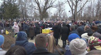 Дениса Лихна поховали на Підварському кладовищі. Поруч із могилами дідуся й бабусі