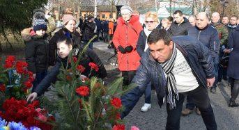 У місті вшанували пам'ять Героїв Небесної Сотні та загиблих захисників суверенної, незалежної України (Фото)