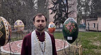 Подвір'я храму в Переяславі прикрасили півтораметровими писанками