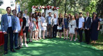 В центрі міста відбулися урочистості для випускників-медалістів 2020 року (фоторепортаж)