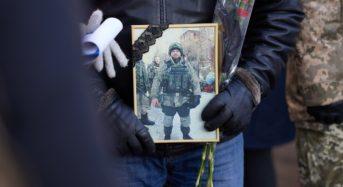 В Києві вшанували пам'ять загиблих військовослужбовців. Били у дзвін та салютували (ФОТО)
