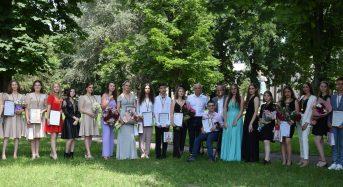 У Переяславській громаді нагородили 24 шкільних медалістів (Фото- та відеорепортаж)