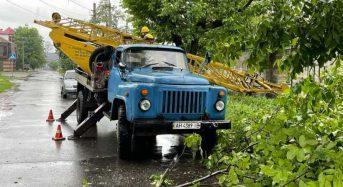 У Київській області фахівці ДТЕК відновлюють електропостачання знеструмлених через негоду населених пунктів