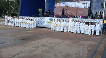"""Вихованці """"Тайфуну"""" виступили на центральній площі в Переяславі"""