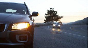 Штраф – до 510 гривень.  Від сьогодні водії повинні вмикати ближнє світло фар на заміських трасах